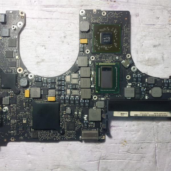 Macbook Pro A1286 820-2915-B Logic Board