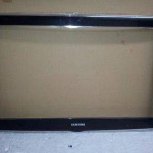 Samsung LE32D450G1W Cornice